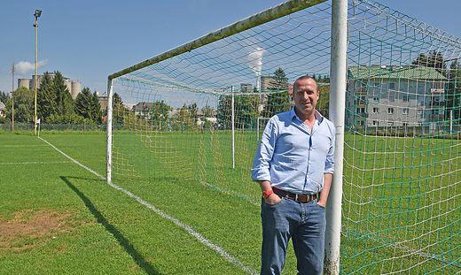 ÖFB-Nachwuchsteamchef Rupert Marko auf Spurensuche am Sportplatz in Retznei