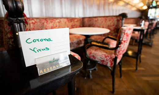 Regierung verspricht weitere Hilfen für Gastronomen und Hotels