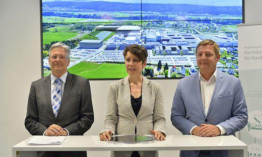 Eng vernetzt für den Infineon-Standort: Landeshauptmann Peter Kaiser, Vorstandsvorsitzende Sabine Herlitschka, Bürgermeister Günther Albel