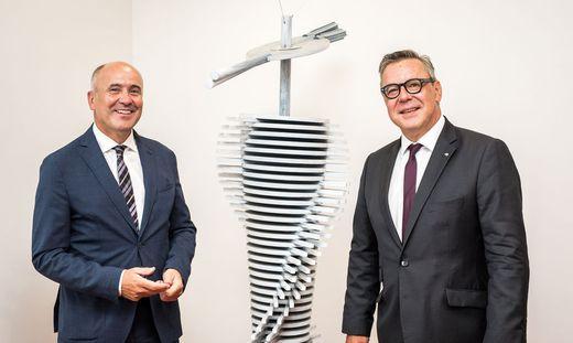 Vorstand Arno Schuchter und Regionaldirektor Wolfgang Gratzer