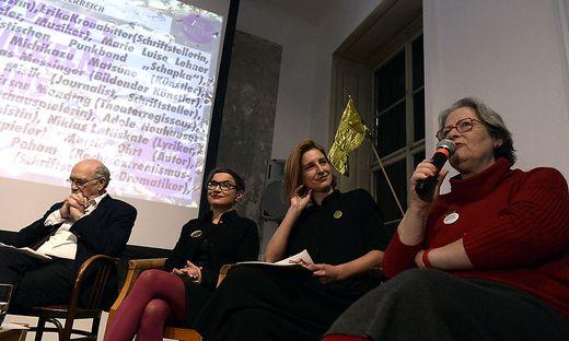Gerhard Ruiss (IG Autoren), Olga Flor (Schriftstellerin), Yvonne Gimpel ( IG Kultur) und Susanne Scholl (Omas gegen Rechts)