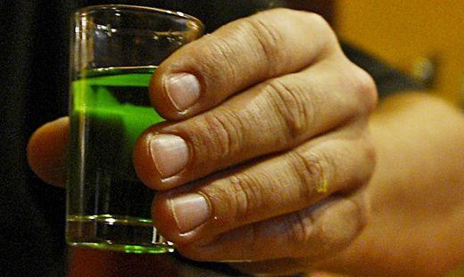 ZERSTÖRERISCHER ALKOHOL