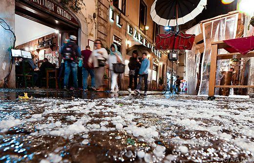 Heftiges Unwetter mit Hagel und Sturm in Rom