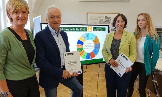 Bürgermeister Helmut Leitenberger mit dem Stadtentwicklungs-Team: Astrid Holler, Marion Reinhofer-Gubisch und Tanja Schenner
