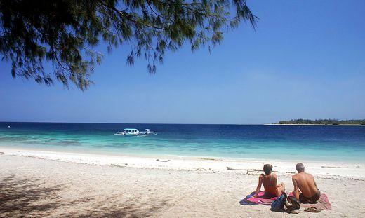 Bub stiehlt Kreditkarte der Eltern und fliegt nach Bali