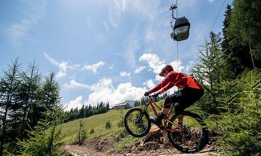 Hinauf mit der Gondel, hinunter mit dem Bike. Auf der Petzen startet der Sommerbetrieb am 29. Mai