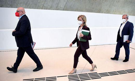 ÖBB-Generaldirektor Andreas Matthä, Infrastrukturministerin Leonore Gewessler (Grüne) und ASFINAG-Vortand Josef Fiala
