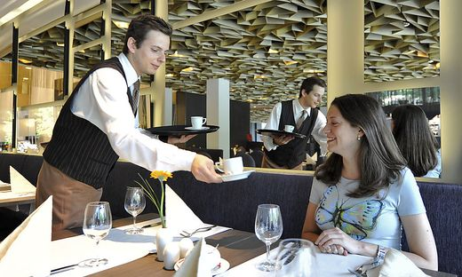 THEMENBILD: HOTEL / TOURISMUS