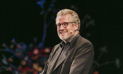 Philip Blom hielt die Eröffnungsrede beim Elevate-Festival