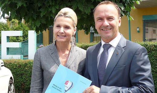 Regionalleiter Wolfgang Schrei und Birgit Pucher, Leiterin  Konzernkommunikation