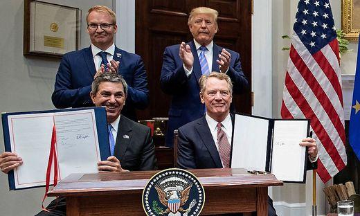Einigkeit zwischen der EU und den USA im Rindfleisch-Deal: Die EU-Repräsentanten Jani Raappana und Stavros Lambrinidis mit US-Präsident Trump und US-Handelsminister Robert Lighthizer