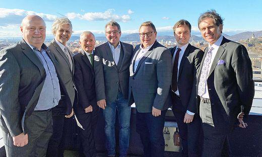 Von links: Gschaidbauer, Wohlmuth, Purrer, Koch, Graf, Migglautsch und Schmidt über den Dächern von Graz