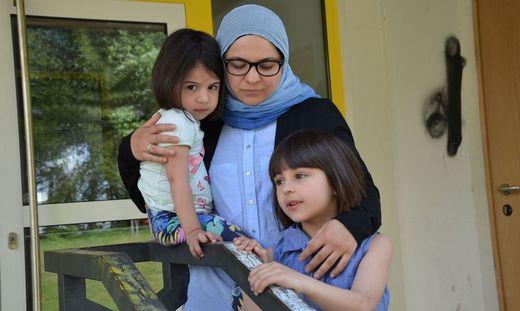 Nasibat Kamelova wird mit ihren drei Töchtern Alia, Safia und Salia (nicht im Bild) freiwillig Osttirol verlassen