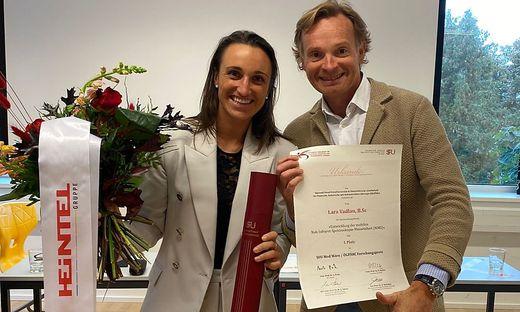 Haben Grund zu strahlen: Segel-Ass Lara Vadlau (links) mit Univ. Prof. Dr. Matthias Rab