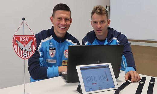 Florian Maierhofer (l.) und Markus Felfernig analysieren die Daten