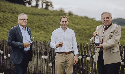 Der Gamlitzer Bürgermeister Karl Wratschko, Markus Pongratz vom Weingut Pongratz und Landeshauptmann Hermann Schützenhöfer