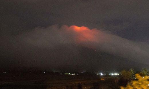 Tausende fliehen vor möglichem Ausbruch des Mayon