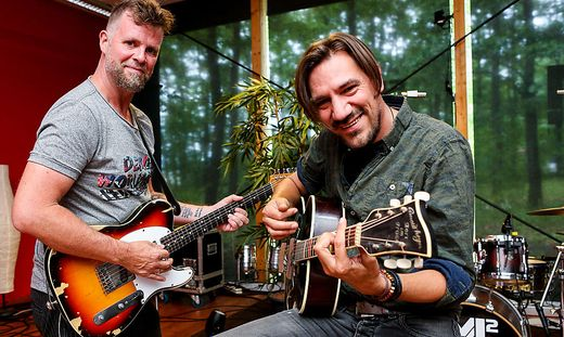 Markus Bieder und Christian Stani freuen sich über ihren Hit