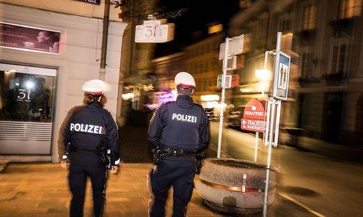 Corona Covid-19 2. Lockdown Ausgangssperre nach 20 Uhr in Klagenfurt Kontrolle Polizei Polizeistreife
