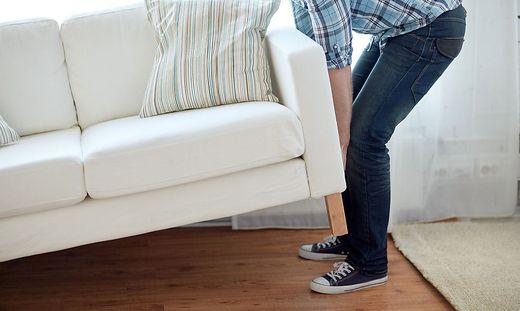 Warum man nicht einfach ein Sofa in allgemeine Räume des Hauses stellen darf