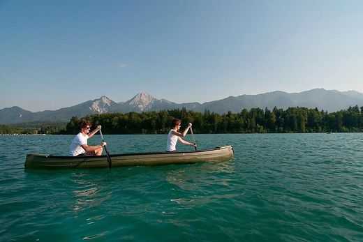 Eine Kanufahrt auf dem Faaker See hinterlässt bestimmt einzigartige Eindrücke