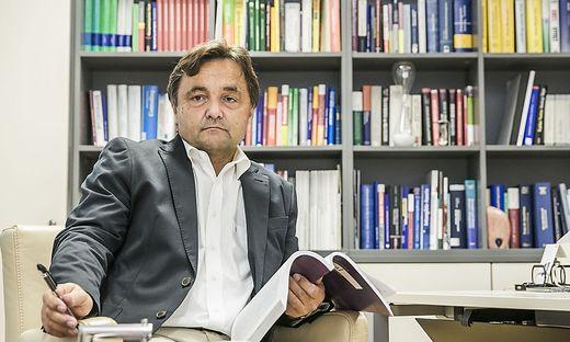 Ex-Unirektor Alfred Gutschelhofer will helfen, die Pflege für alte Menschen zu verbessern