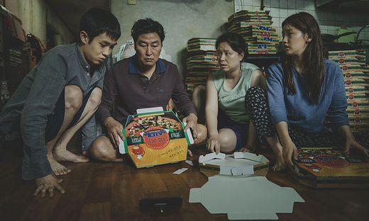 """Der Film """"Parasite"""" als Kapitalismuskritik: Familie Kim lebt in ärmlichen Verhältnissen"""