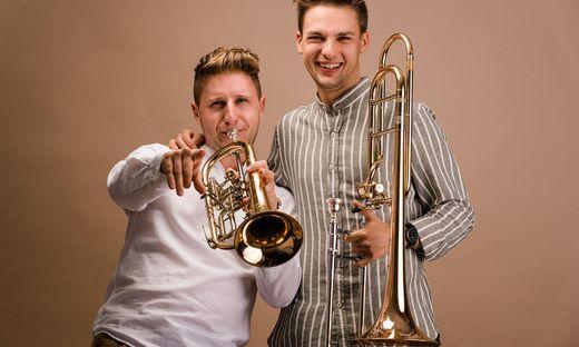 """Wir sind die Blasmusik. Wir lieben und leben unsere Blasmusik"""", schwärmen Bernhard Vierbach (26) und sein Kollege Michael Mayer (27)."""