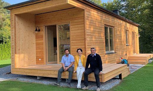 Ab dem nächsten Jahr werden die ersten Häuser ausgeliefert: Fabian, Ingrid und Franz Gasser