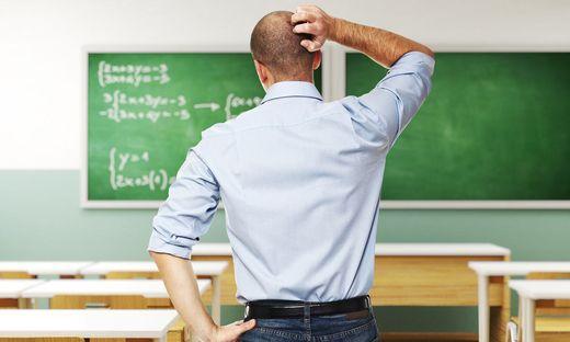 Jungleher Lehrer Schule Klasse ratlos
