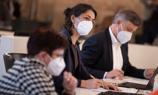 Grünen-Klubobfrau Sandra Krautwaschl (Mitte) fordert eine eigene Widmung für Fotovoltaikanlagen