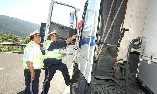 Gefahr in Verzug: 14 Fahrzeuge wurden bei einer Schwerpunktkontrolle aus dem Verkehr gezogen