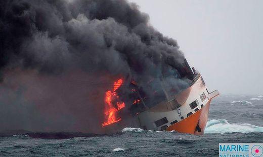 """""""Grande America"""" gesunken: Kilometerlanger Ölteppich vor französischer Atlantikküste"""