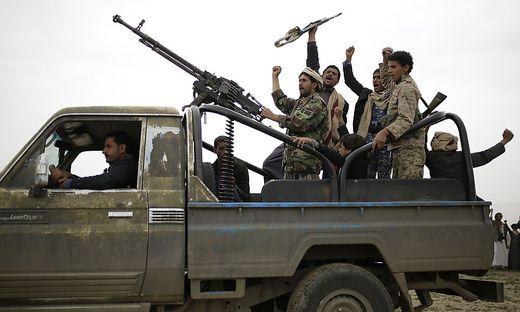 Houthi-Rebellen nehmen Tausende Soldaten fest