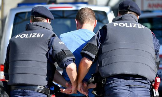 THEMENBILD:  FOTOTERMIN POLIZEIAUSBILDUNG / EINSATZTRAINING