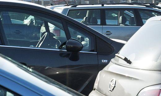Gas- und Bremspedal verwechselt: Frau niedergefahren