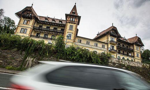 Der Denkmalschutz des Hotels Wörthersee scheint zu bröckeln.