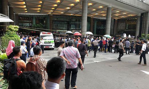 Verletze in Jakarta Balkon in der Börse eingestürzt