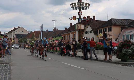 An der Spitze der Dienstag-Etappe waren in Kindberg vier Fahrer