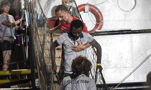 Die Migranten durften das Schiff verlassen