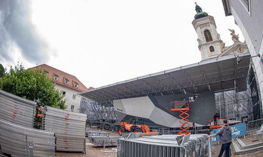 Aufbauarbeiten am Grazer Mariahilferplatz