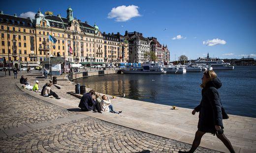 Die Schweden und ihr Sonderweg.: Frühlingsszene in Stockholm