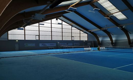 In den Tennishallen geht es derzeit zumeist ruhig zu