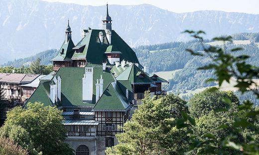 Das markante grüne Dach des Südbahnhotels wurde in den 1908er Jahren erneuert