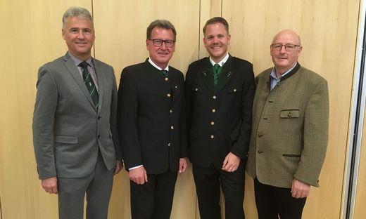 Der neue Bürgermeister von Allerheiligen bei Wildon, Christian Sekli (2.v.r.) mit seinen Vorgängern Michael Fuchs-Wurzinger (2.v.l.) und Josef Felgitscher (rechts) sowie Bezirkshauptmann Manfred Walch
