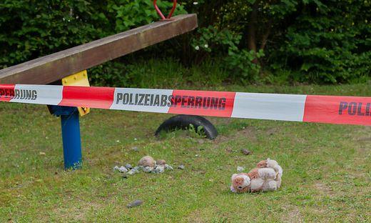 Zwei tote Kinder in Gartenteich gefunden
