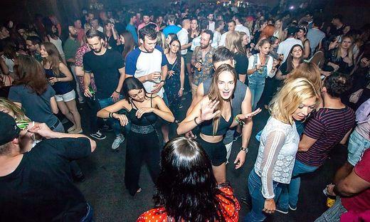 Ein Bild aus heißeren Zeiten: Die Sehnsucht nach lebendiger Club-Kultur wird immer größer.