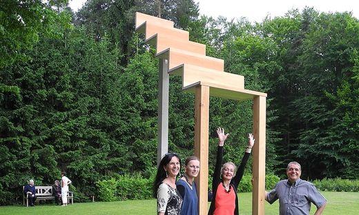 Ingrid Gasser, Christine Wetzlinger-Grundnig, Gertraud Weiss-Richter mit ihrer Himmelstreppe und Franz Gasser