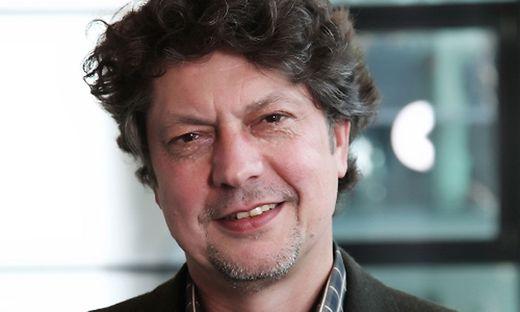 Helmut Arnold ist Professor für Soziale Arbeit