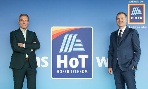 Zufrieden mit H.O.T.-Erfolgen: Michael Krammer (geschäftsführender Gesellschafter) und Horst Leitner (Generaldirektor Hofer)